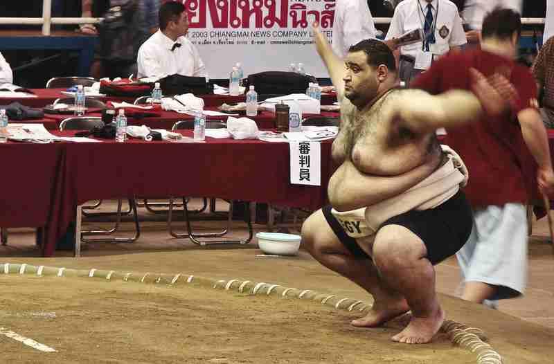 相撲の四股踏み